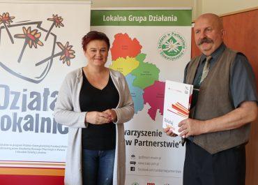 """Podpisanie umowy w ramach programu """"Działaj Lokalnie 2020"""""""